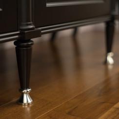 Металлические детали классической мебели